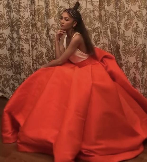 Фото №4 - Хрупкий цветок: Зендая в платье Valentino Couture