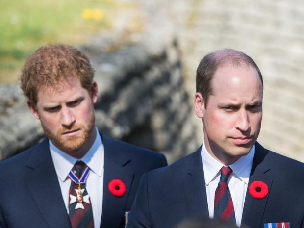 Фото №1 - Фатальная ссора: чем конфликт Уильяма и Гарри опасен для монархии