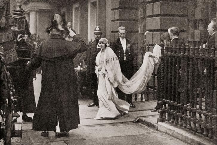 Фото №1 - Свадебная мода по-королевски: 5 знаменитых платьев