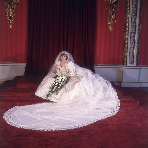 Фото №1 - История свадебного платья Дианы, которое покажут на выставке впервые за 25 лет