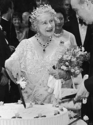 Фото №2 - Сколько стоит самое дорогое украшение Королевы (и почему она его не носит)