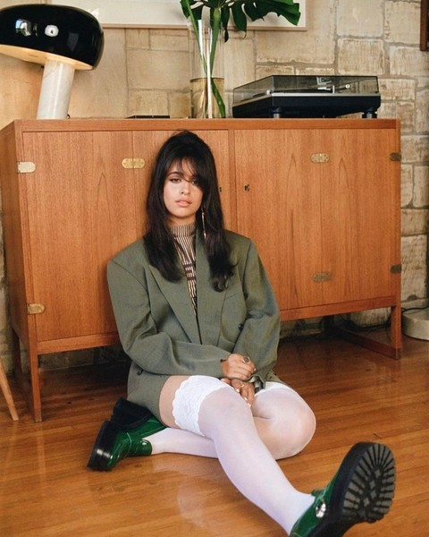 Фото №2 - Три разных образа на осень с оверсайз-пиджаком: показывает Камила Кабелло