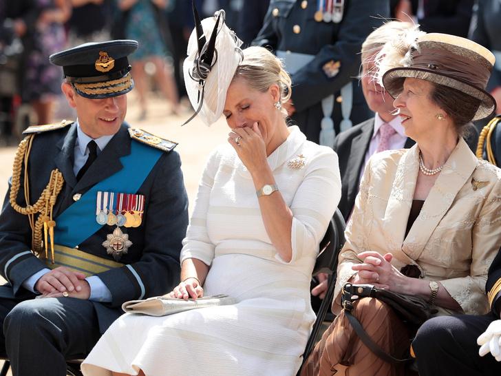 Фото №3 - Почему принцесса Анна не подружилась ни с одной из жен своих братьев, кроме Камиллы