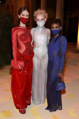 Фото №13 - В стиле сексуальной Одри Хепберн: самые провокационные «голые» платья на Met Gala