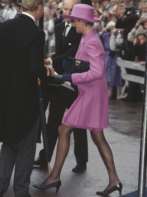 Фото №43 - От персикового до фуксии: как принцесса Диана носила розовый цвет (и почему он ей так шел)