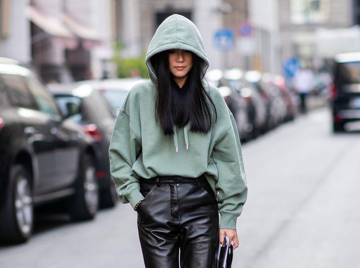 Фото №1 - С чем носить объемное худи: 8 стильных сочетаний с главной вещью года