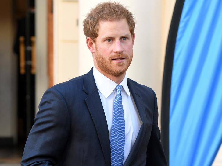 Фото №1 - Кого из королевской семьи Гарри первым познакомил с Меган (это не Уильям)