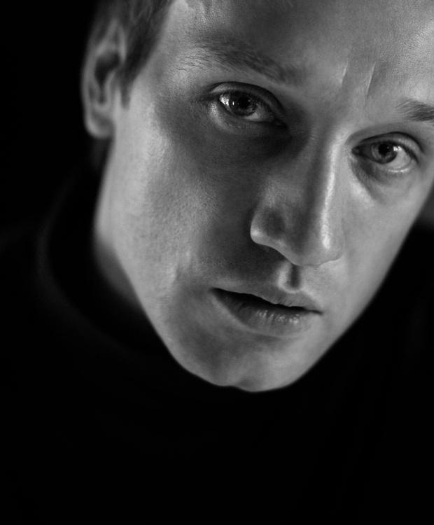 Фото №2 - «Кинотавр-2020»: самый многообещающий российский актер Михаил Тройник— о «Хандре», современном театре и своей жизни
