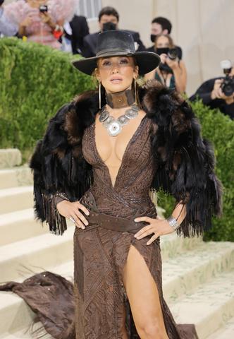Фото №9 - Met Gala 2021: все модные образы бала Института костюма