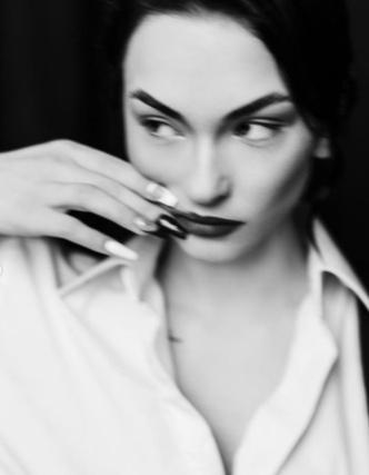 Фото №2 - А-ля гарсон: невероятный образ Насти Усеевой