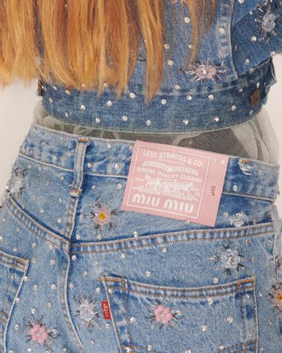 Фото №3 - Дочь Кейт Мосс и принцесса Диана носят самые обсуждаемые апсайклинг-джинсы