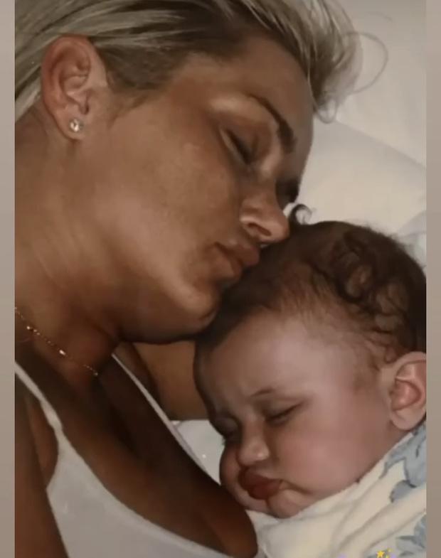 Фото №24 - 40 доказательств любви: редкие фото, которыми поздравили Беллу Хадид ее мама и сестра