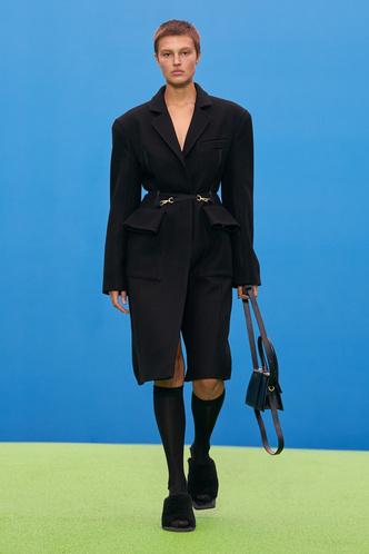 Фото №60 - Полный гид по самой модной верхней одежде на осень и зиму 2021/22