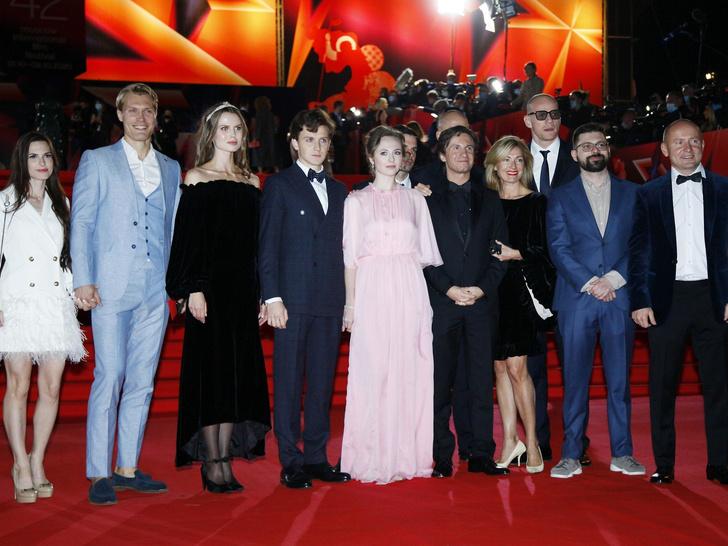 Фото №2 - Московский кинофестиваль 2020: лучшие образы церемонии открытия