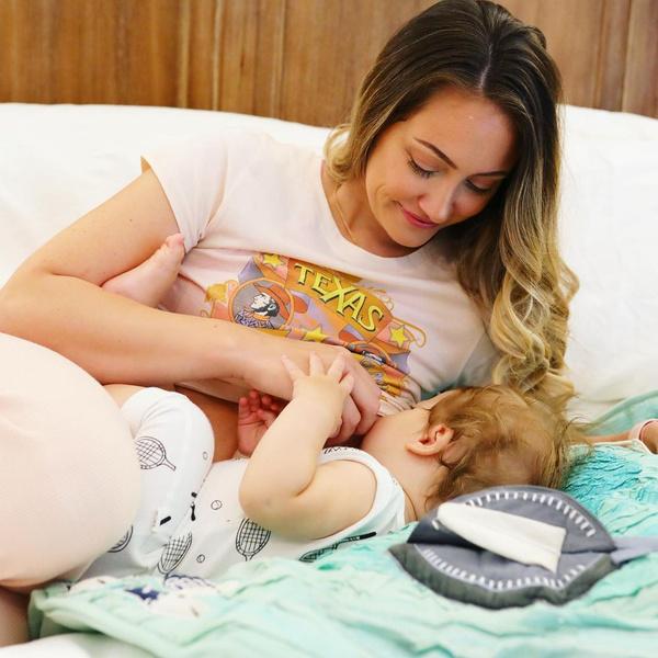Фото №3 - Блогер усыновила ребенка с аутизмом, обрела славу, и сдала малыша обратно