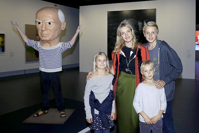 Фото №1 - Пять знаменитостей с большими семьями