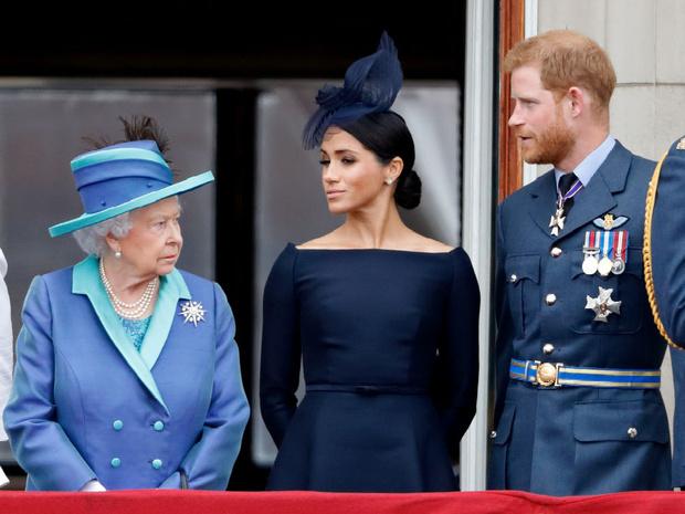 Фото №2 - Какую важную традицию королева нарушила ради Меган (но та не оценила)