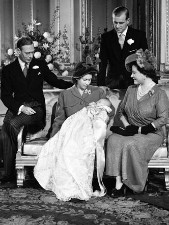 Фото №4 - Самые стильные образы королевских мам на крестинах их детей