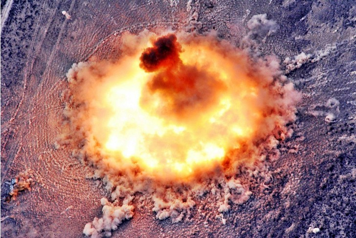 Фото №1 - 5 стыдных вопросов про вакуумную бомбу
