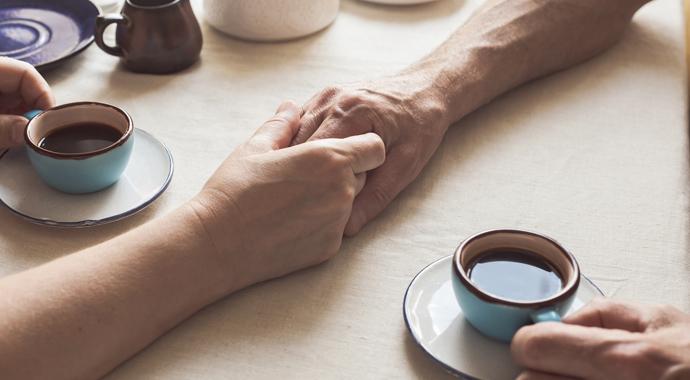 Скорая эмоциональная помощь: как правильно поддержать мужчину, а как женщину