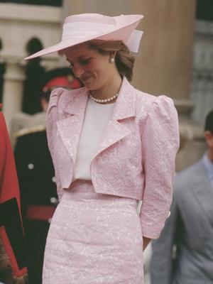 Фото №11 - От персикового до фуксии: как принцесса Диана носила розовый цвет (и почему он ей так шел)