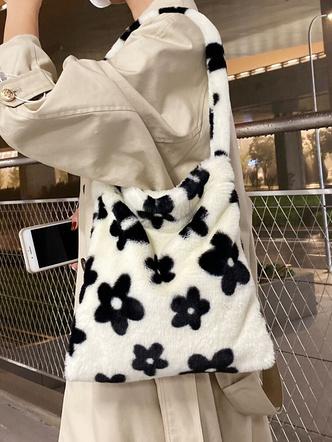 Фото №3 - Вместо плюшевого мишки: 5 модных меховых сумок, с которыми ты не захочешь расставаться