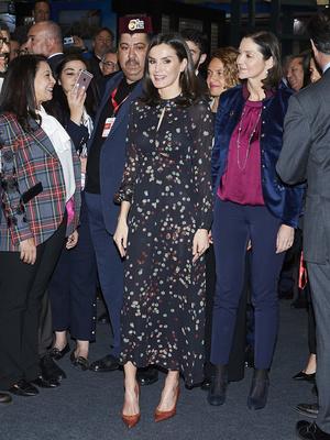 Фото №5 - Универсальный наряд: самое любимое платье королевы Летиции (спойлер— оно из масс-маркета)