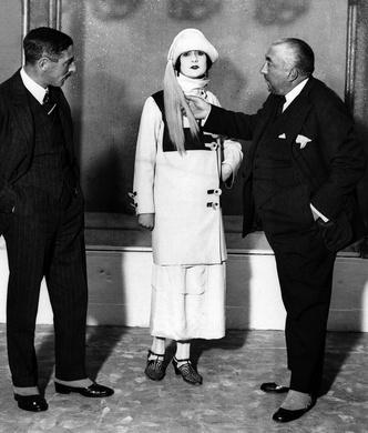 Фото №11 - Король стиля: как Поль Пуаре придумал «хромые юбки», освободил женщин от корсетов и заново изобрел моду
