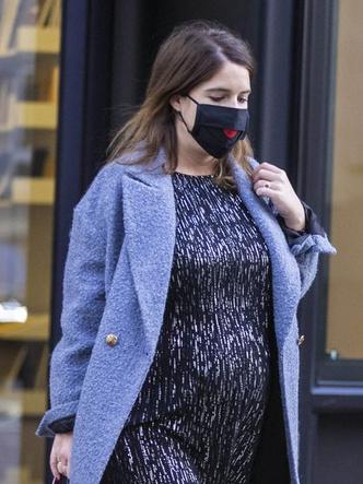 Фото №3 - Мини-платье и грубые ботинки: как одевается беременная принцесса Евгения