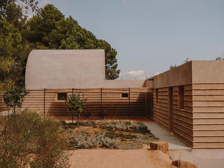Фото №1 - Дом из природных материалов в Каталонии