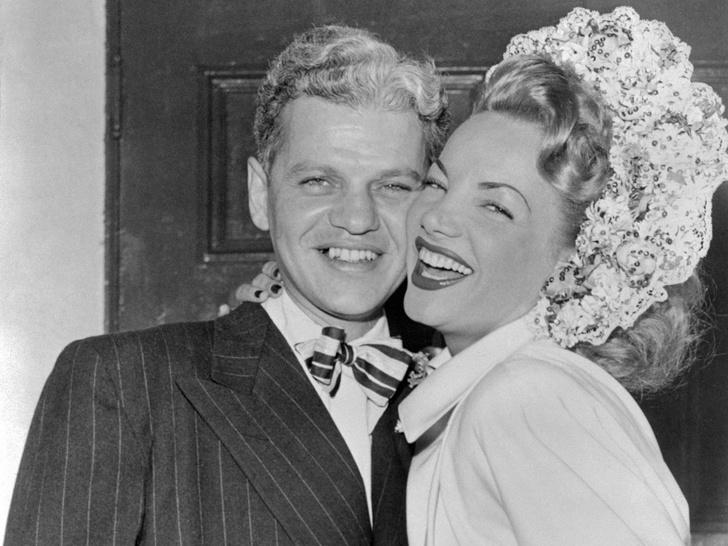 Фото №18 - Как выходили замуж легенды Голливуда: самые красивые ретро-фотографии