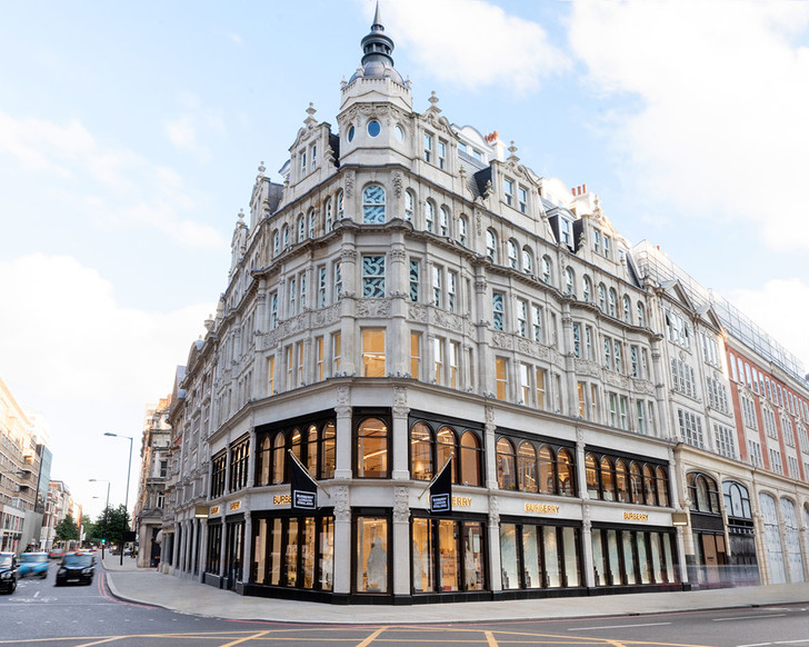 Фото №1 - Новый бутик Burberry по дизайну Винченцо де Котиса в Лондоне