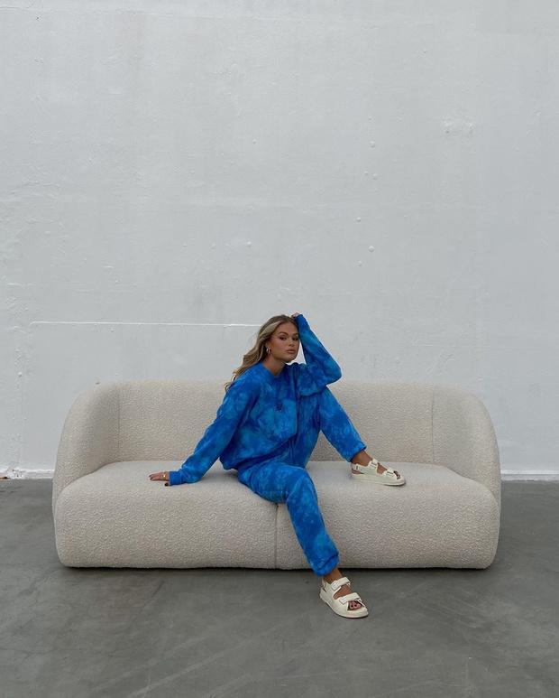 Фото №1 - Уютный спортивный костюм сложного цвета— лучшая покупка на осень: образ инфлюенсера Ханны Шонберг