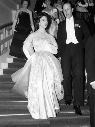 Фото №4 - Самое странное правило, которому обязаны следовать все женщины королевской семьи
