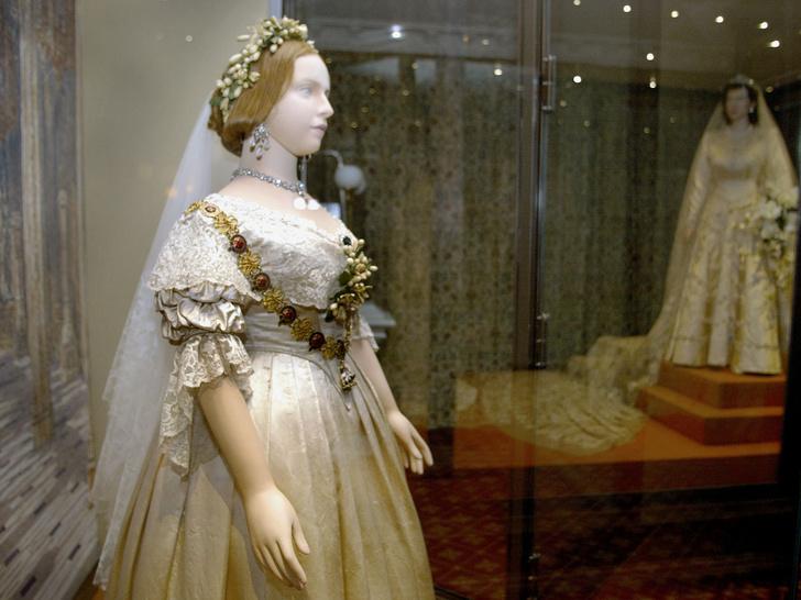 Фото №2 - Не только кольцо Дианы и Кейт: еще одно знаменитое сапфировое украшение Виндзоров