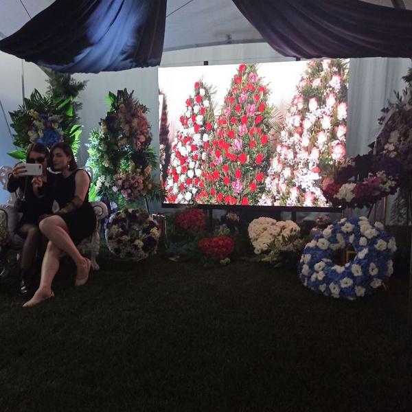 Фото №2 - Гробы в виде шоколадки Milka, Ferrari или бутылки Jack Daniel's: как будут выглядеть похороны в недалеком будущем