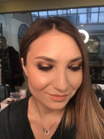 Фото №7 - Как пышку превратить в худышку с помощью макияжа