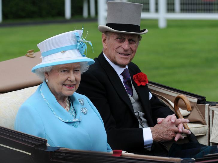 Фото №1 - Семейные узы: действительно ли Королева и принц Филипп родственники
