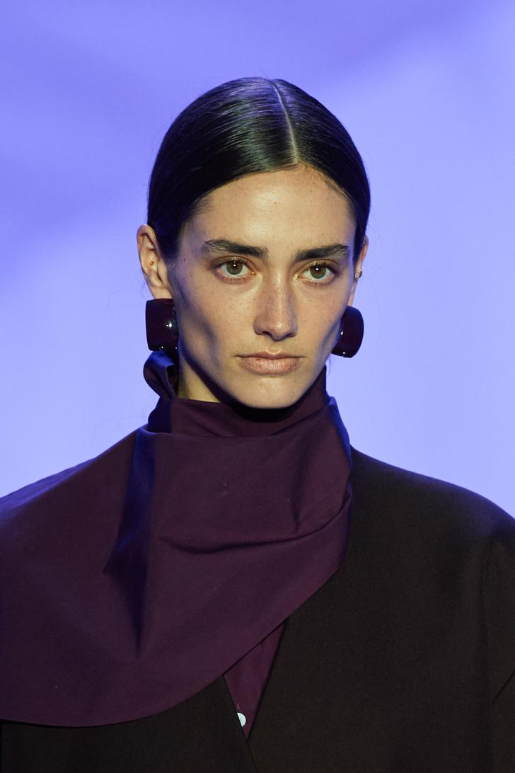 Фото №10 - Что, как и с чем носить весной 2022: свежие идеи с Недель моды