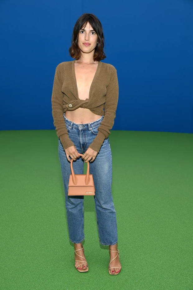Фото №1 - Как оригинально повязать трикотажный кардиган? «Голая мода» от Жанны Дамас