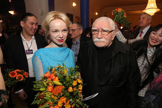 Армен Джигарханян с женой Виталиной Цимбалюк-Романовской, фото