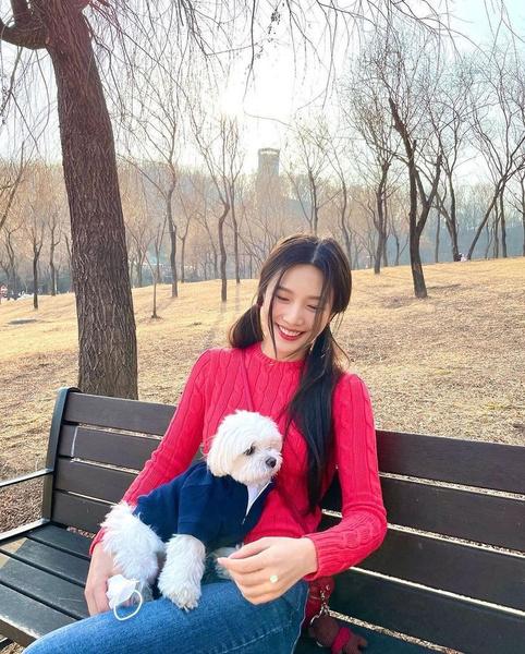 Фото №2 - Что носить осенью 2021: три актуальных тренда от Джой из Red Velvet
