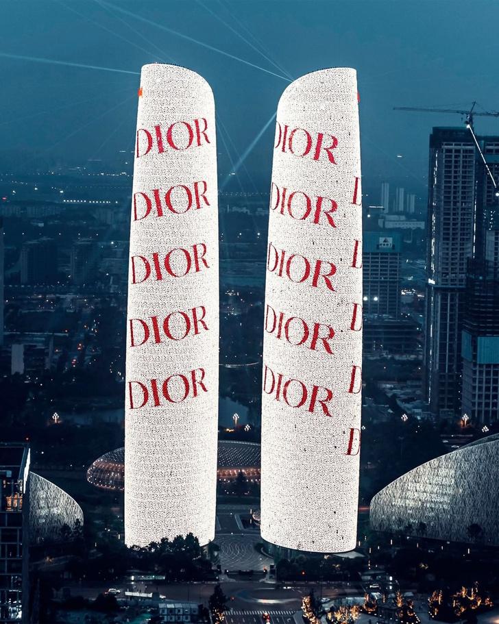 Фото №1 - Как выглядит самое эффектное приглашение на выставку Dior в Китае