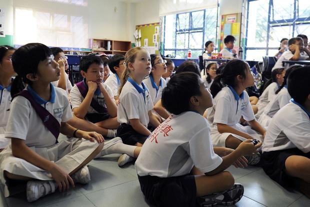 Фото №5 - От шорт до халата: как выглядит школьная форма в разных странах