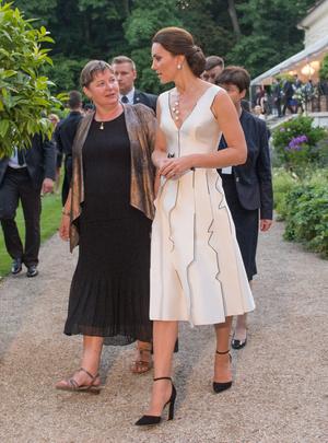 Фото №6 - Во всем блеске: любимые вечерние туфли королевских особ