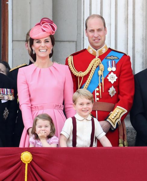 Фото №2 - Принцесса Шарлотта идет в школу в 4 года: она уже говорит по-французски, готовит, командует братом и ставит на место репортеров