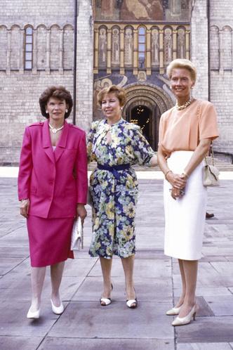 Фото №15 - Советский стиль: как одевались первые леди СССР