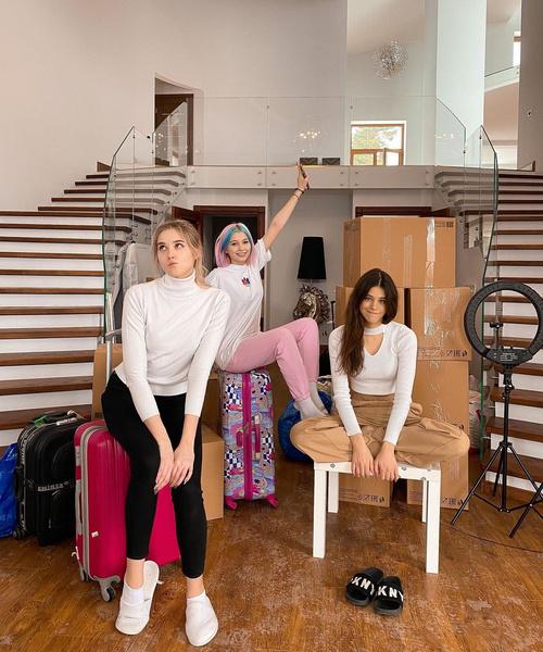 Фото №1 - Полина Ланс и Дина Мирная из Sweet House стали участницами шоу «Давай поженимся!»