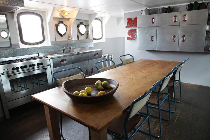 Фото №7 - В Англии продается дом на корабле