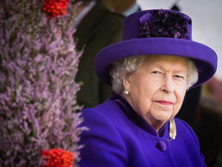 Фото №1 - Тайные мотивы: зачем королева посетила свадьбу Камиллы с первым мужем